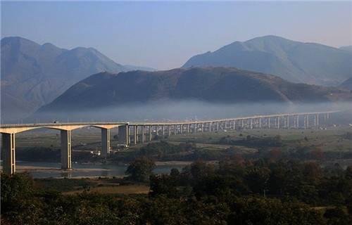"""财经 消费旅游 正文  """"富饶美丽的潞江坝,人人见了人人夸""""上个世纪六"""