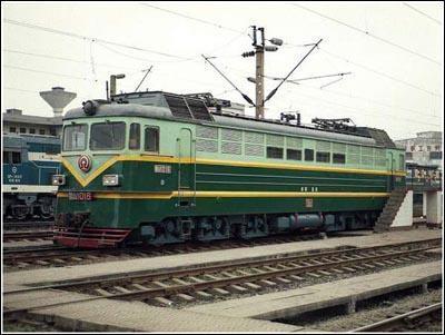 电力机车(仿苏联20世纪50年代h60机车)逐步演变而来