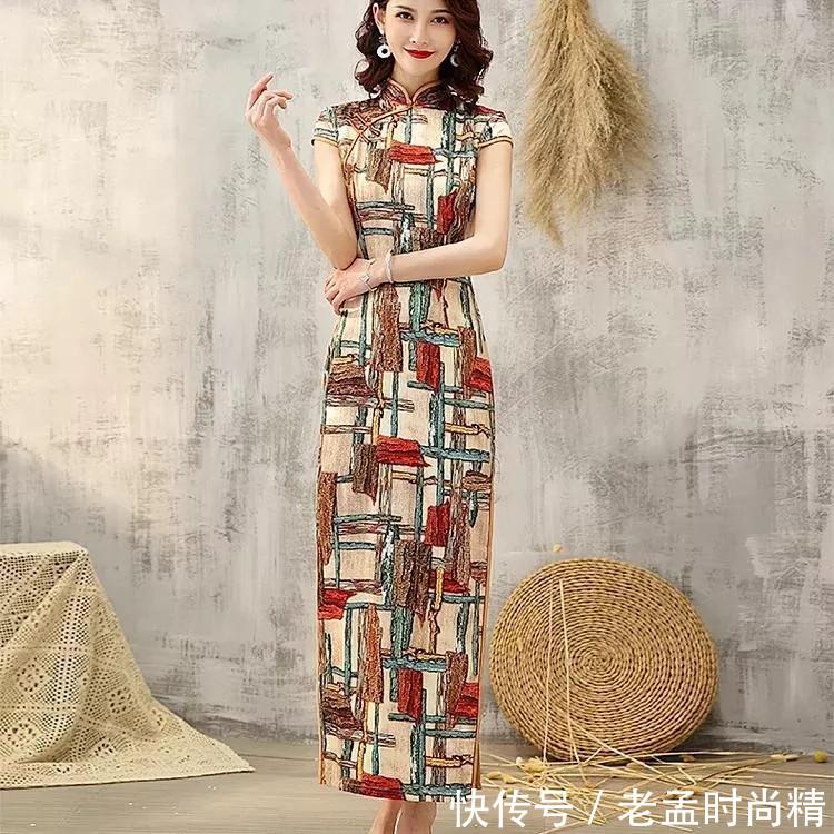 夏天穿出气质美, 绸缎端庄旗袍魅力无限!
