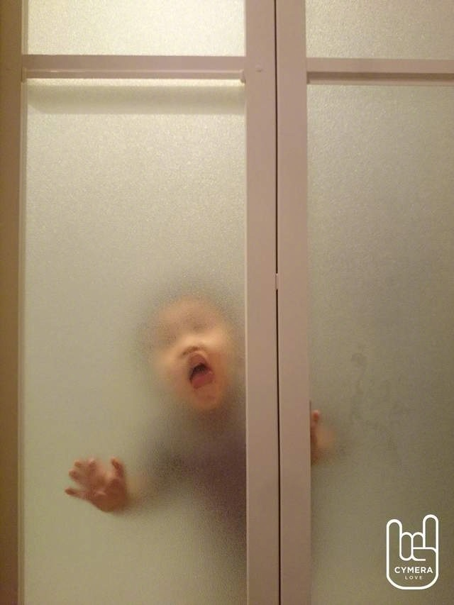 你和恐怖大片之间只差了一块毛玻璃