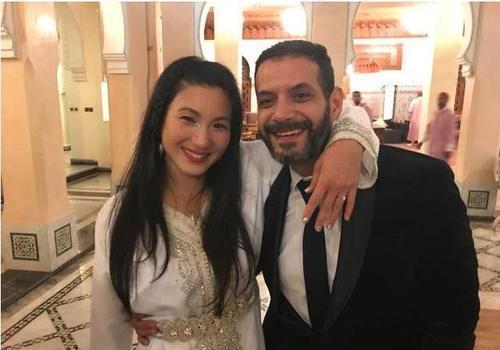 郑佩佩女儿被爆婚讯,与外籍男友合照,手臂上的细节太浪漫