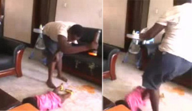 非洲保姆虐童残忍至极 飞踹幼儿暴力踩头