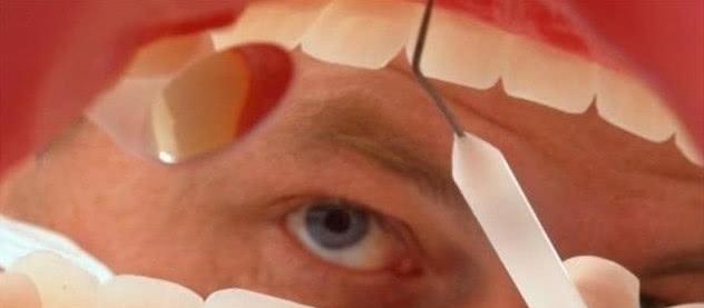"""牙缝里长出臭烘烘的""""小石头""""?教你简单5个窍门,牙垢自动掉"""