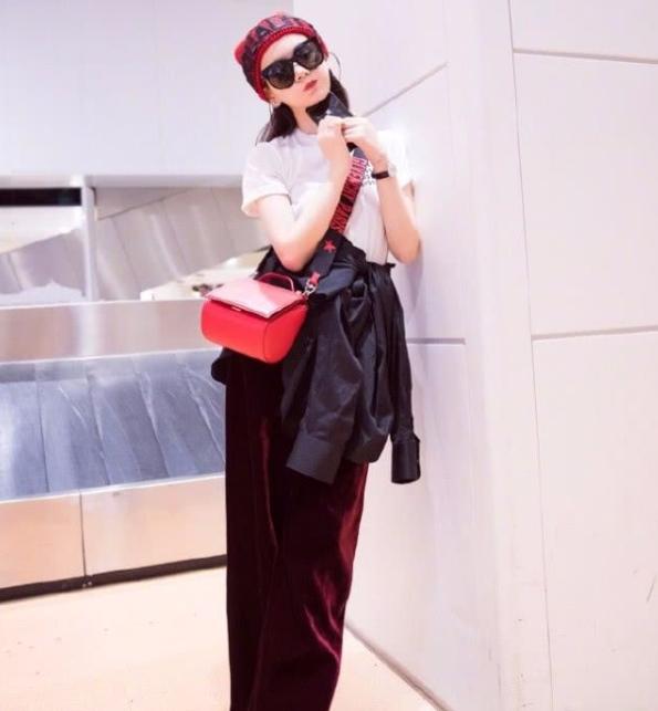 优雅女人网|戚薇结婚后,越变越少女,穿衣打扮尽显时尚范,变身时髦精