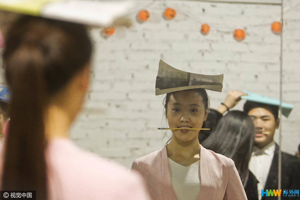 揭秘郑州艺考大军集训 咬筷子练微笑 - 周公乐 - xinhua8848 的博客