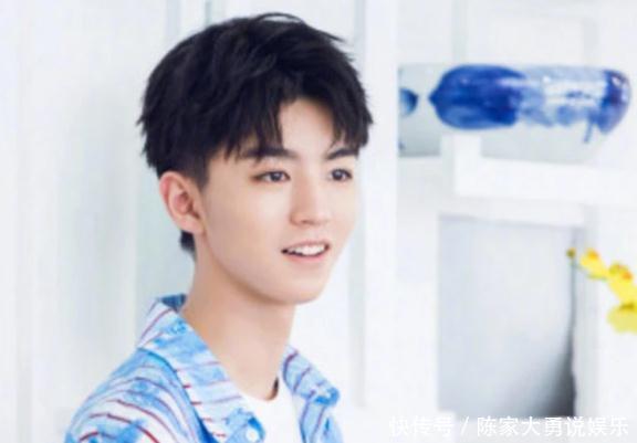 """TFBOYS小时候VS现在,王俊凯帅到大,而他从""""丑男""""逆袭"""