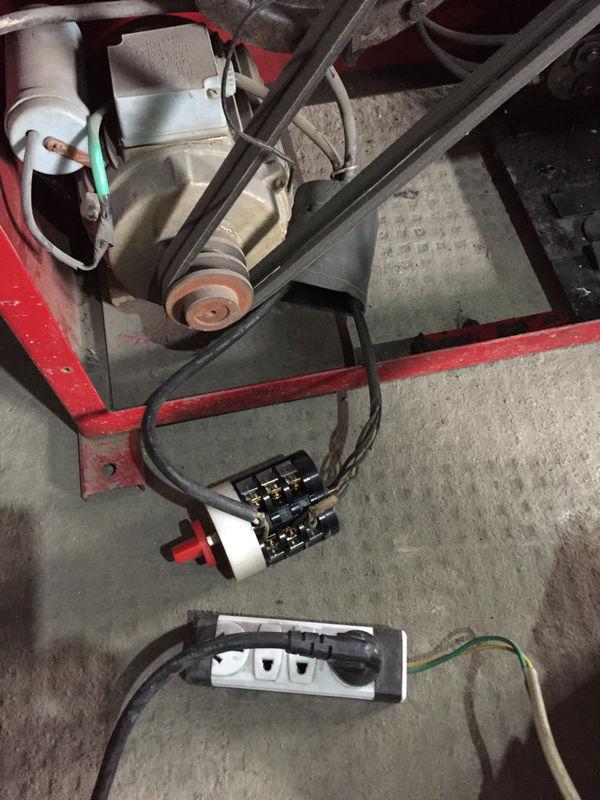 二相电机接三相倒顺开关如何接?