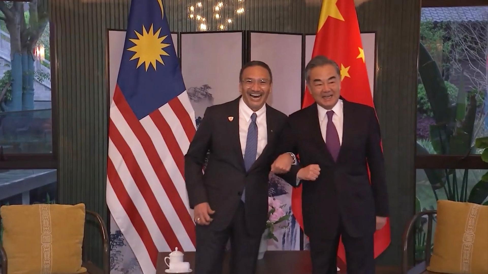 马来西亚外长对王毅说:你始终是我的大哥