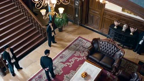 金鸡大劫案:谈莉娜跪地偷钥匙,被侍卫误会