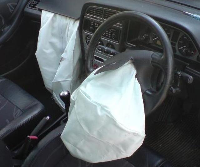 专家揭示:把脚放汽车仪表板上会带来严重的危险