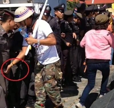 江湖淫娘怎么看_泰国的警察不好做啊,被性骚扰就算了,苦逼的是~那是男淫!