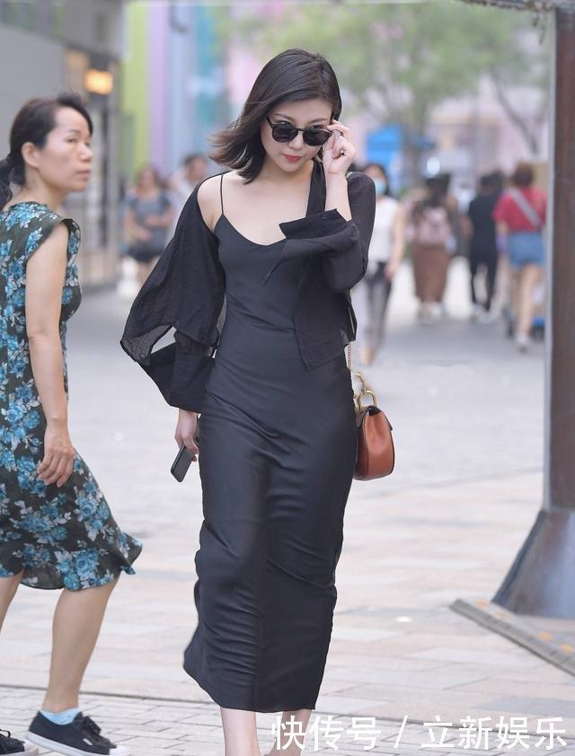 街拍性感一字肩丝袜连衣裙搭配黑沙滩,时尚性黑色美女女全4图片