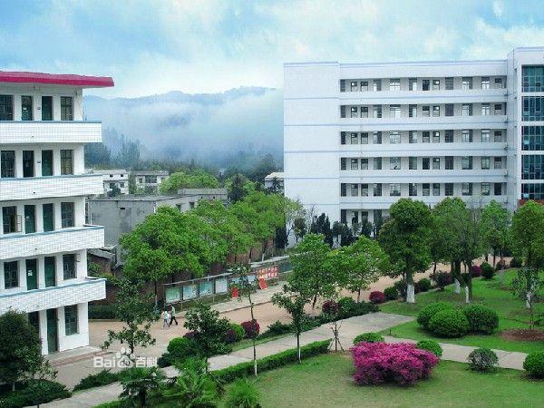 郑州职业技术学院校园风景图片:; 学校环境; 湖北信息工程专修学院