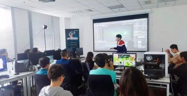 VR培训的春天 VR创客学院获世纪虹石VR基金200万融资