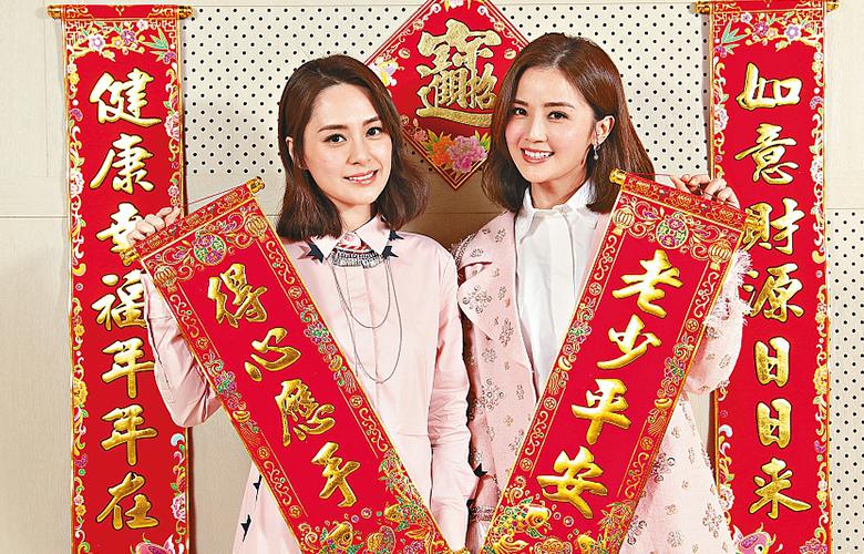 Twins拍拜年写真粉嫩出镜红红火火