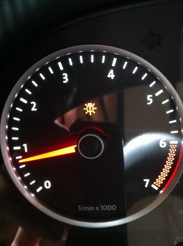 6手动换了刹车灯泡后一个故障灯亮了是