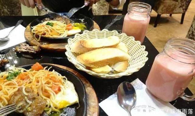 <b>日本我有钱吃白色草莓,迪拜我吃黑色西瓜,中国都让让</b>