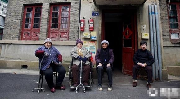 为邻64年 杭州4位90岁闺蜜相约一同过百岁