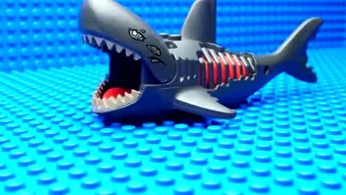 《乐高城市》鲨鱼袭击人类,水上警卫队出击!