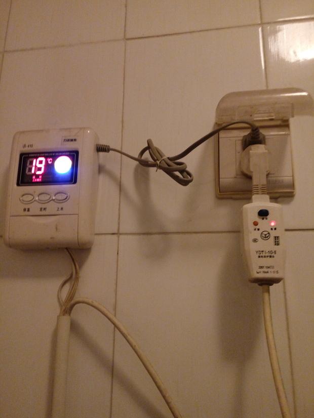 太阳能热水器怎么用电加热?