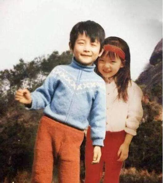 小表妹觉得他们长得有点像,尤其是在笑起来的时候,感觉特别可爱有木有