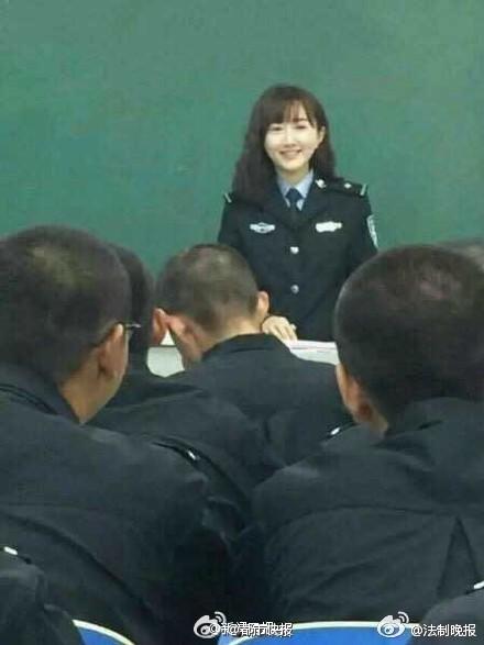 河南最美女教师火爆全校,@河南警察学院新来英语老师,据说还是海龟