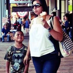 一口冰淇淋都不给 你是我亲妈吗