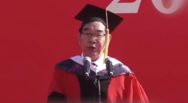 毕业致辞走红的河南大学教授再现金句:做学术像追姑娘一样整天想见她