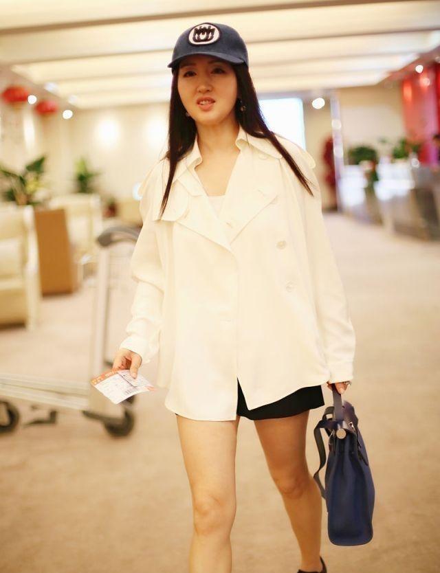 杨钰莹放开了穿!短裤几乎比上衣还要短,看到腿我瞬间闭嘴了!插图(6)