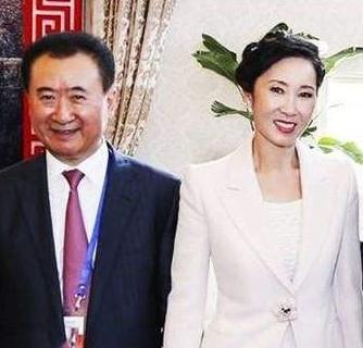 老婆最美的5个亿万富豪,王健林老婆气质最高,王石老婆是戏子