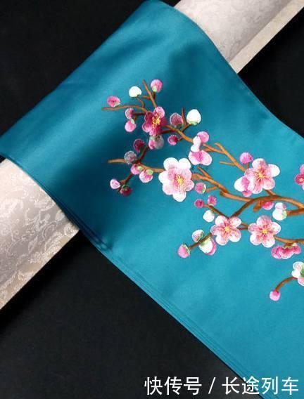 心理测试4件刺绣方巾,哪个最有女人味测你会越老越有魅力吗
