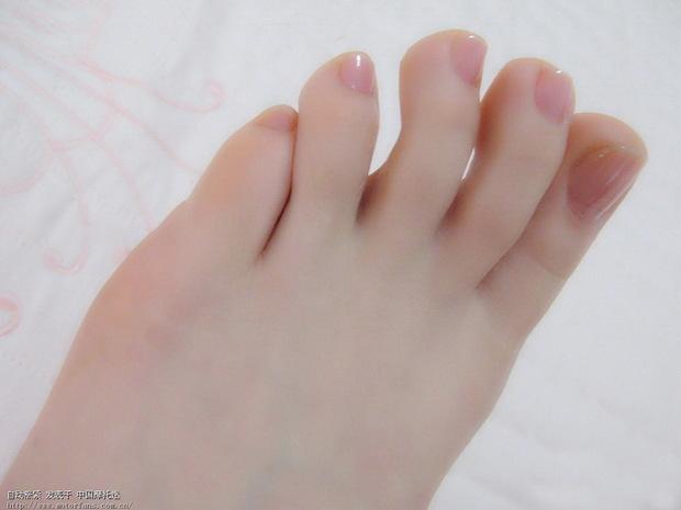 女孩的可爱脚丫子图片