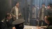 飞哥:监狱长打麻将老点炮,不曾想囚犯里赌术高手,居然帮他翻盘
