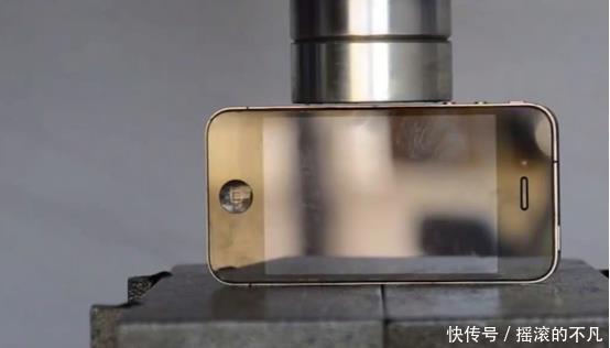 液压机的强敌居然是麻将,半天才压碎一小块,不愧是中国制造