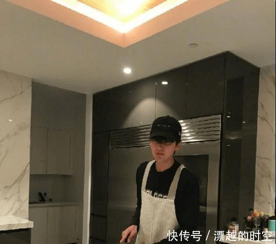 晒晒吴亦凡住的豪宅,墙上都是大理石做的,在家也会做饭吃