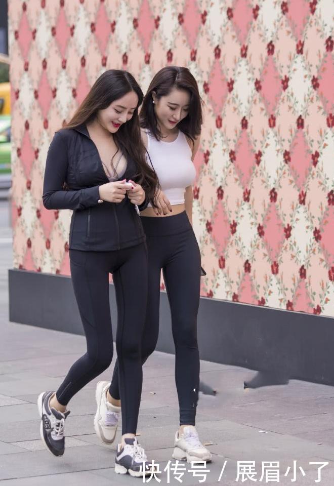 街拍:全球丰满的打底美女裤性感,秀出婀娜多姿最新的最紧身女人性感图片