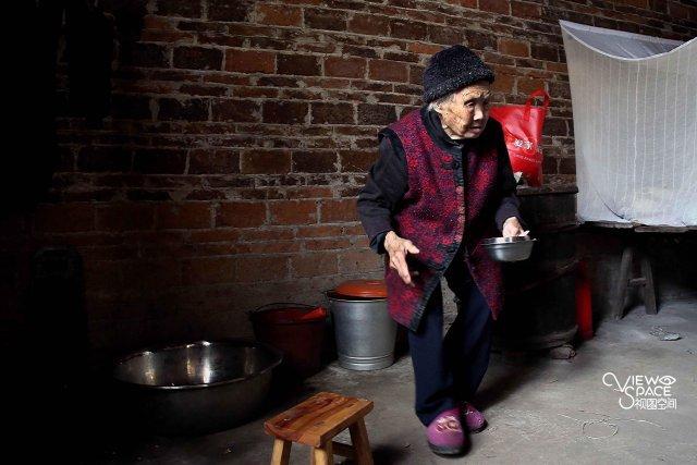 桂林114岁长寿老人:每天能喝二两酒皮肤有光泽 - 一统江山 - 一统江山的博客