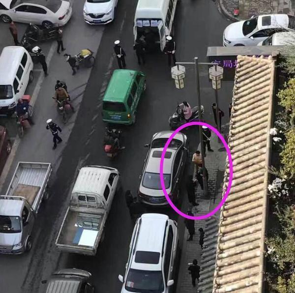 【转】北京时间     四川一男子醉驾肇事逃逸 趁交警不备脱衣裸奔 - 妙康居士 - 妙康居士~晴樵雪读的博客