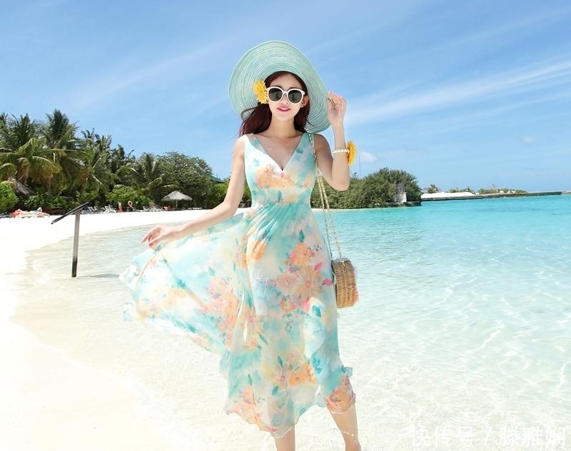 海边度假的沙滩连衣裙,走路带风更加撩人