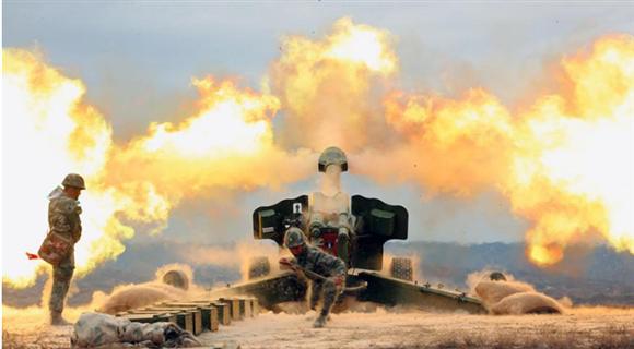直击新疆军区某炮兵团进行实弹射击