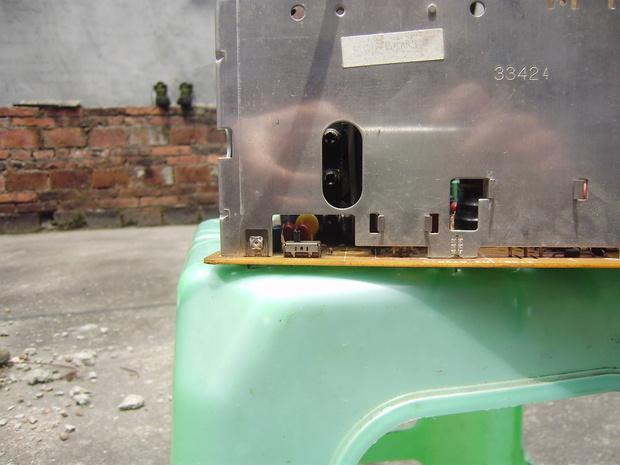 飞利浦107f5显示器板上有一个开关有什么作用