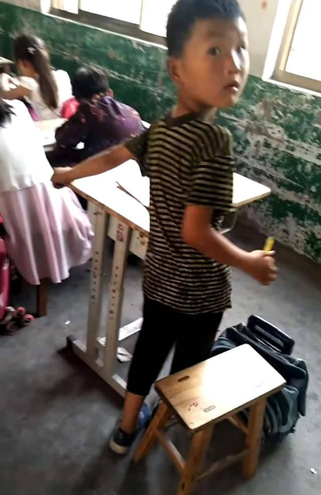 最a老师老师生火了,考试抄袭明目张胆,被小学小学解放北路图片