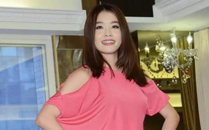 她丈夫前任是张惠妹,天生没子宫无法生育,找人代孕无果最终离婚