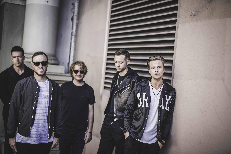 林肯公园,是一组来自美国加利福尼亚州的摇滚乐队,由乐队主唱查斯特