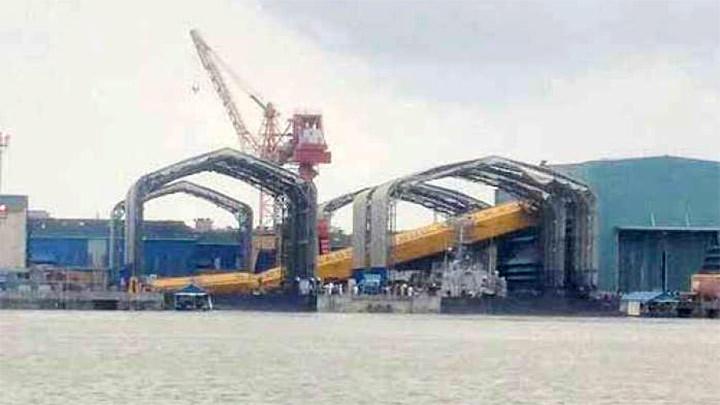 印船厂龙门吊垮塌砸坏在建最新锐战舰