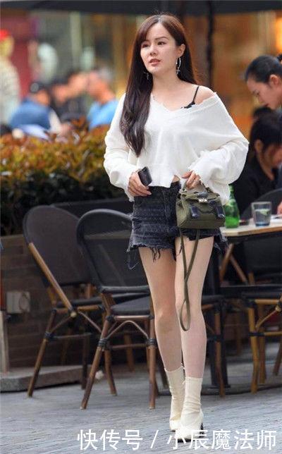 路人街拍,优雅洋气的小姐姐,秀出青春活力范,傲人身材不一般