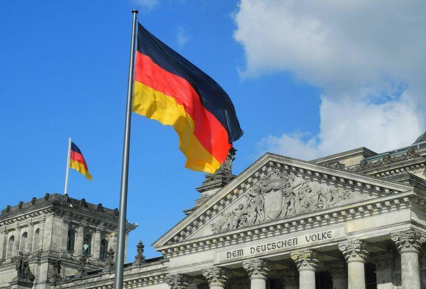 国际 正文  德国国旗 反过来,德国与中国倒是交往越加频繁.
