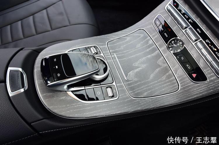 汽车 正文  测试人员笔记: 屏幕显示:奔驰的双屏幕系统顺畅并融合了很
