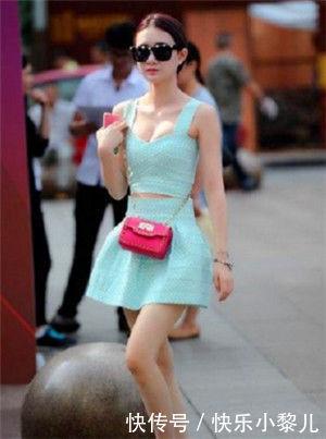 <b>街拍:温柔魅力的小姐姐,走路自带气质,散发性感的韵味</b>