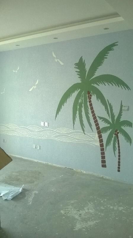 硅藻泥椰子树影视墙能配实木家具吗?